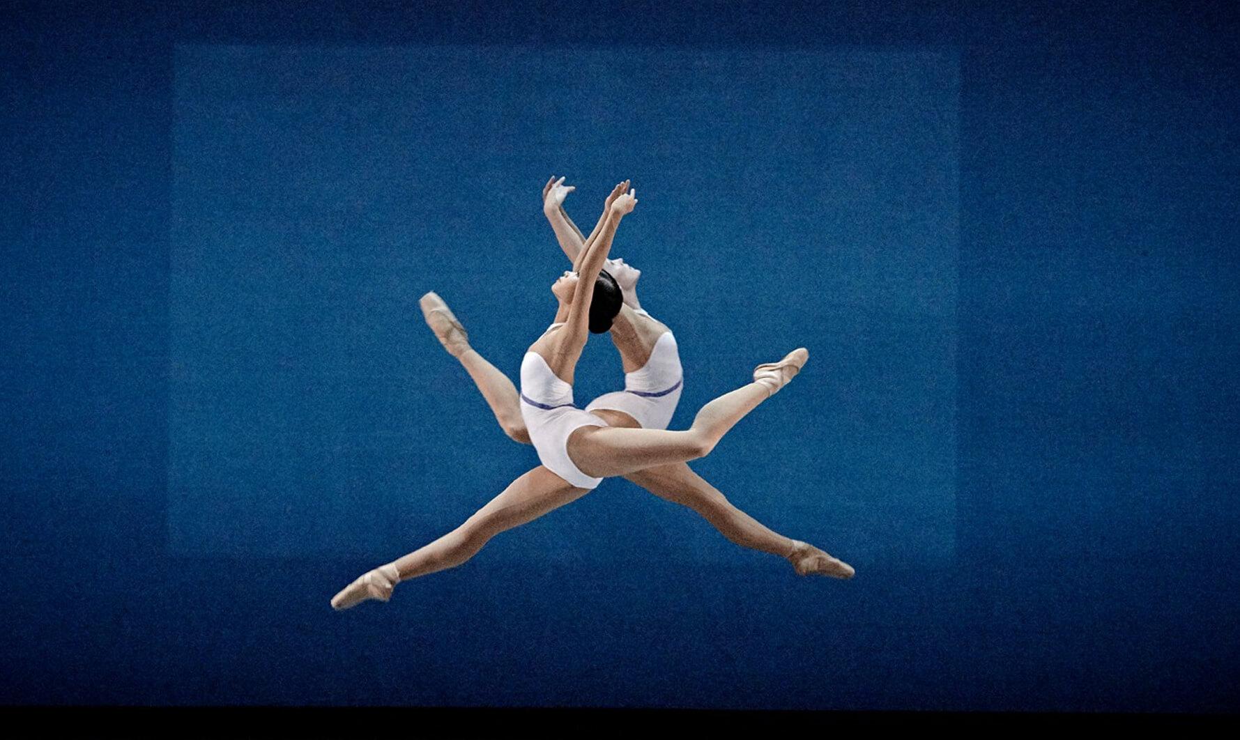 Les Grands Ballets Canadiens de Montreal - Sinfonía N°7 de Beethoven y Stabat Mater de Pergolesi - Director artístico: Iván Cavallari, Italia. Coreógrafo: Uwe Scholz, Alemania. Directora musical: Dina Gilbert, Canadá