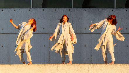 Compañía de Danza del Teatro Mayor - Incluso la noche misma está aquí - Coreografía y dirección: Sarah Storer, Reino Unido