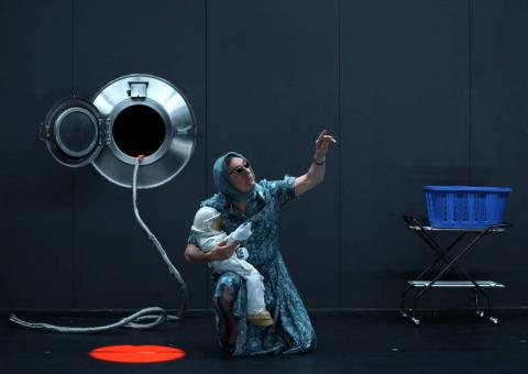 El canadiense Robert Lepage, una de las grandes figuras del teatro mundial, llega a Teatro Digital con su obra 'The Far Side of the Moon'
