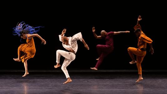 Sankofa Danzafro, Colombia - 'Detrás del Sur: danzas para Manuel' - Coreógrafo: Rafael Palacios, Colombia